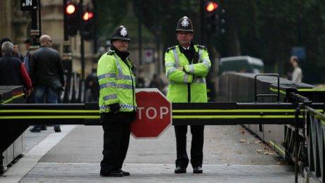 Встолице Англии встречный поезд убил мужчину, высунувшего голову вокно