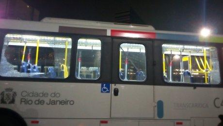 Автобус с репортером «Прессбола», очевидно, попал под обстрел