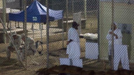 Пентагон: 15 заключенных переведены вОАЭ изГуантанамо