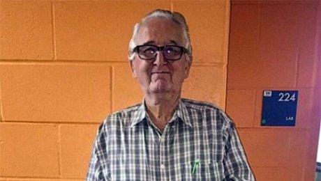 82-летний житель америки  поступил водин колледж вместе свнучкой