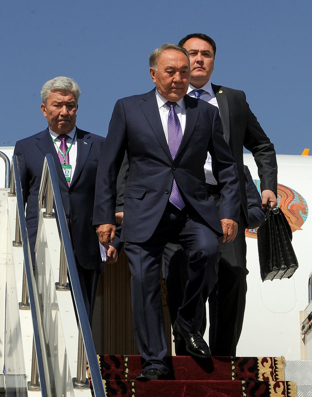 Президент Таджикистана Эмомали Рахмон прибыл вБишкек