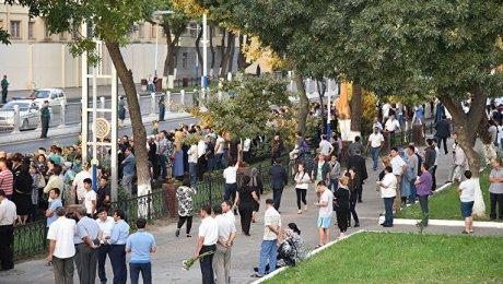 Тело президента Каримова наруках отнесли кместу захоронения