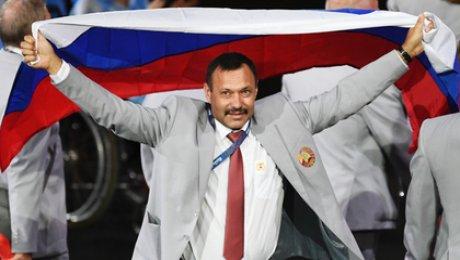 Белорус, пронесший флаг Российской Федерации наПаралимпийских играх, прокомментировал собственный поступок
