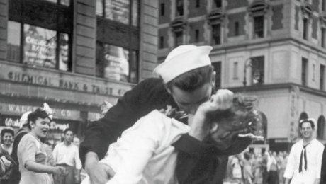 ВСША погибла медсестра сфотографии «Поцелуй наТаймс-сквер»