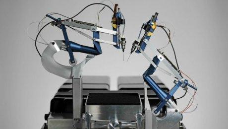 Робот произвел впервые операцию наглаза