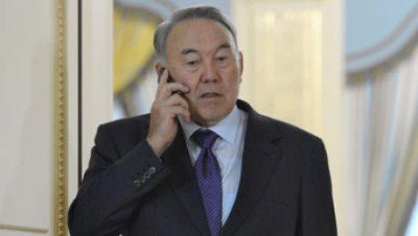 Шавкат Мирзиёев побеседовал сНурсултаном Назарбаевым