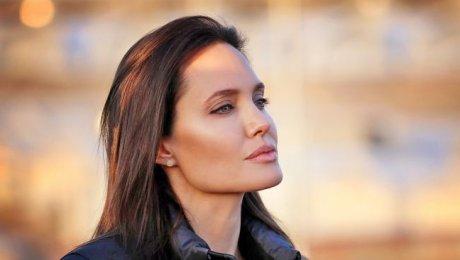 Известная модель поддержала Анджелину Джоли— Женщина-герой