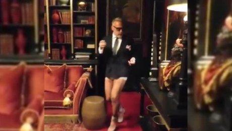 «Танцующий миллионер» записал новое взрывное видео— Галстук икаблуки