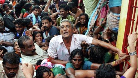 Из-за давки нарелигиозном празднике вИндии погибли десятки паломников