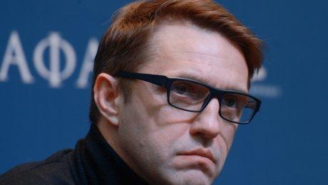 Брутальный мачо Владимир Вдовиченков обвинил таможенника изВнуково внеприличных прикосновениях