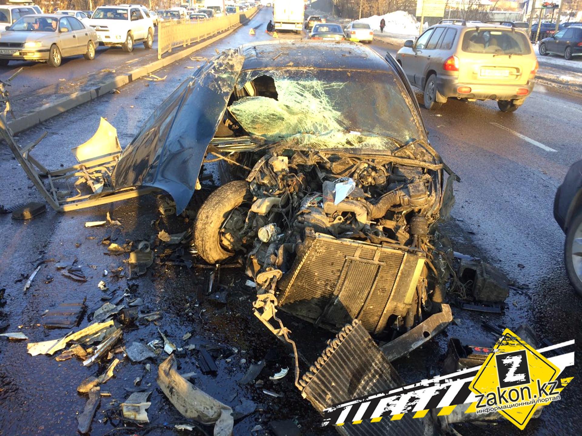 Из-за оторвавшегося колеса пострадали 5 машин спассажирами идвое пешеходов