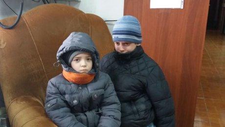 Пятеро детей едва непровалились под лед наИртыше