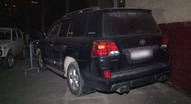 ВШымкенте четверо незнакомцев отобрали дорогую иномарку уавтоледи