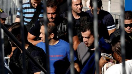 Греция отказалась выдавать путчистов Турции