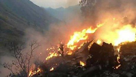 Cотрудники экстренных служб извлекли тела 36 погибших при крушении самолета вПакистане