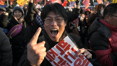 Манифестаны вСеуле требуют ухода президента Пак Кын Хе