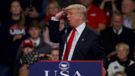 Сеть шокирована Трампом вобразе ЕлизаветыII