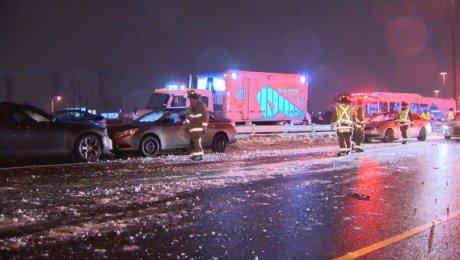 ВКанаде при столкновении неменее 30 авто пострадали 15 человек