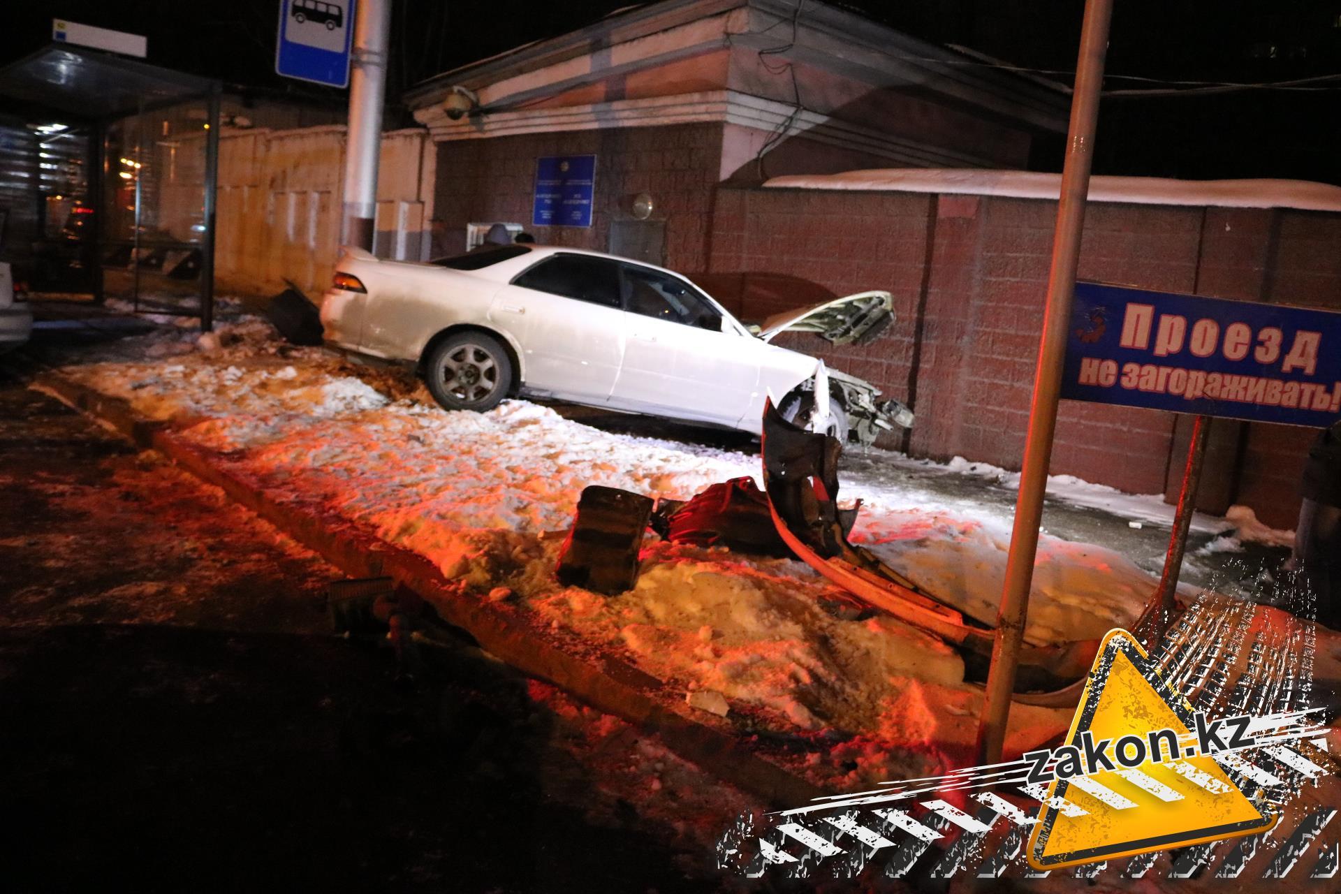 Шофёр  Тойота  Land Cruiser непропустил Ниссан  наперекрестке вТюмени