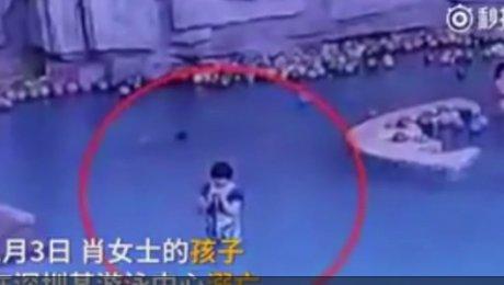 ВКитайской народной республике ребёнок потонул вбассейне впроцессе отправки его матерью СМС