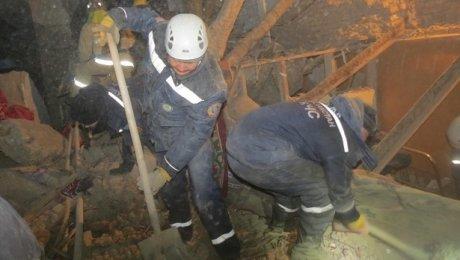 Ребенка из-под завалов обрушенного дома извлек военный