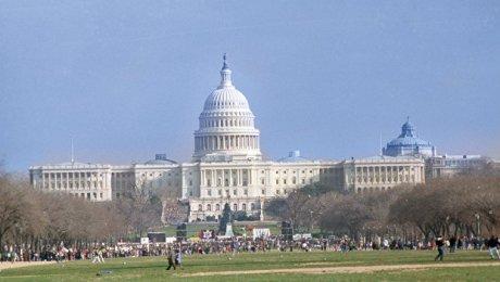 Сенаторы США предлагают санкции против должностных лицРФ икомпаний