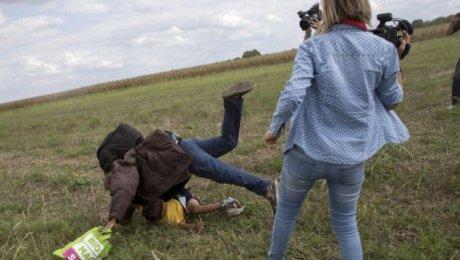 Оператор венгерского канала, ударившая сирийского беженца, получила три года