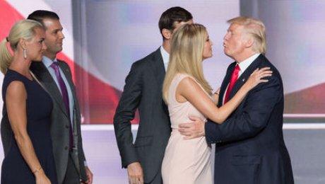 Иванка Трамп ссупругом предотвратили отмену Трампом защиты ЛГБТ-сообществ