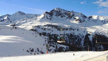 Лавина накрыла горнолыжников вофранцузских Альпах