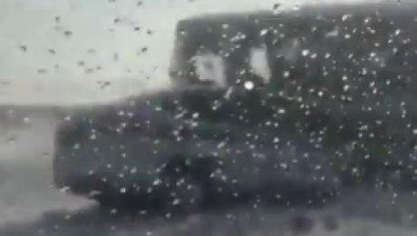 Полицейские стали живым щитом между КамАЗом иавтобусом сдетьми
