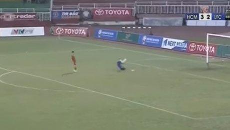 Вьетнамский вратарь умышленно пропустил три мяча взнак протеста против решения судьи