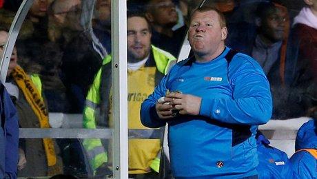 Запасной вратарь «Саттона» пояснил, зачем съел пирог впроцессе матча с«Арсеналом»