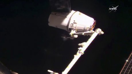 Космический фургон SpaceX Dragon несмог пристыковаться кМКС
