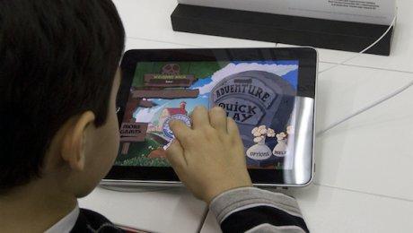 Двухлетний мальчик запер отца набалконе ради игры наiPad