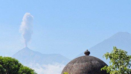 Вулкан Фуэго находится в 45 км от столицы