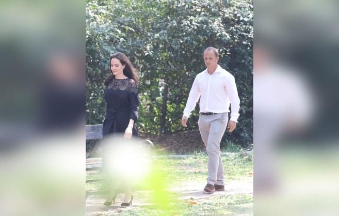 Анджелину Джоли сфотографировали вкомпании нового мужчины