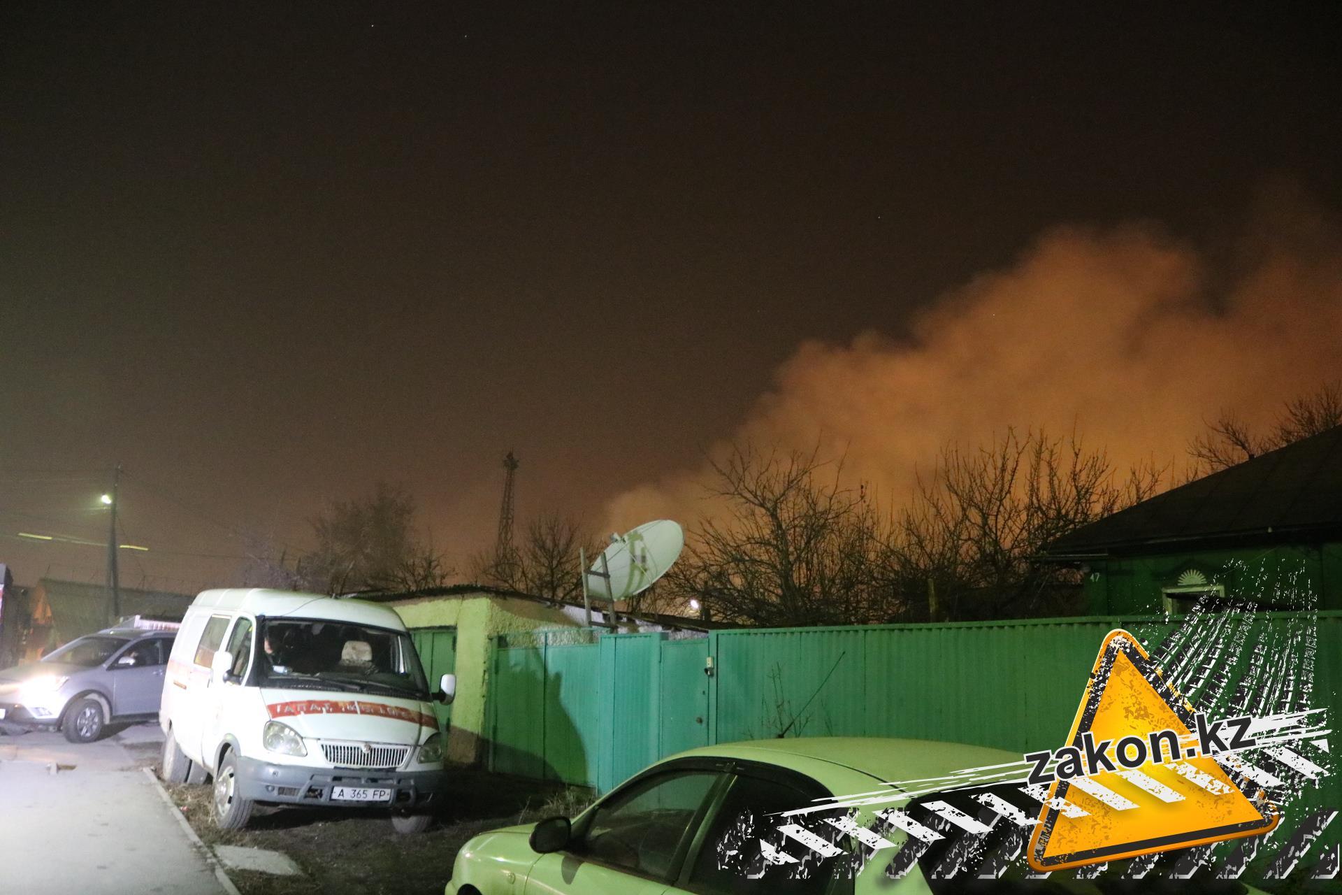 Из-за пожара вжилом доме вцентре Алматы эвакуированы 30 человек