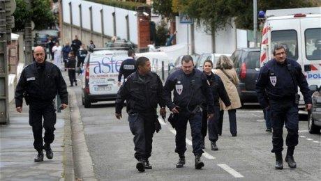 Неизвестный открыл огонь пополицейским насевере Парижа