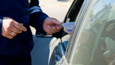 В Караганде трех алматинцев осудили за дачу взяток дорожным полицейским