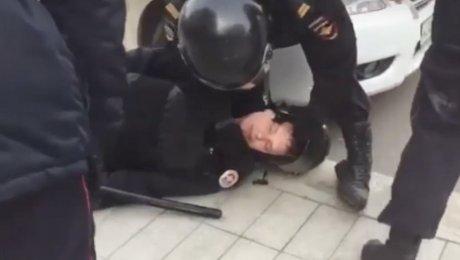 Дело онападении наполицейского в столице будет расследовать центральный аппаратСК