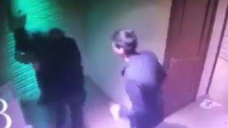Видео сурового избиения мужчины вночном клубе Атырау попало вСеть