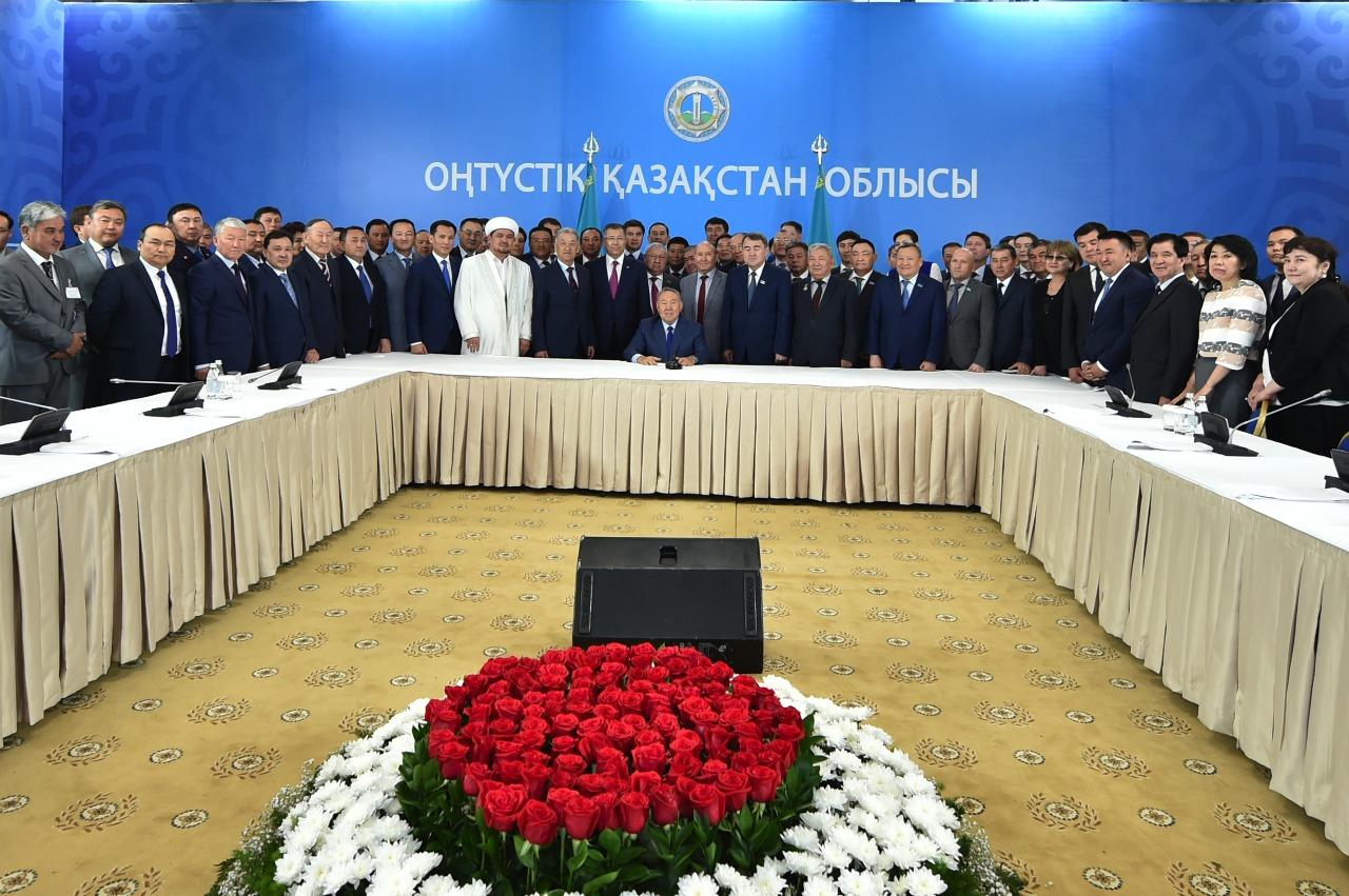 Назарбаев сказал Султанову, как пополнять бюджет страны Избранное