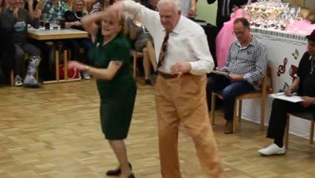 Зажигательный танец 2-х пожилых людей вБаварии восхитил пользователей Сети