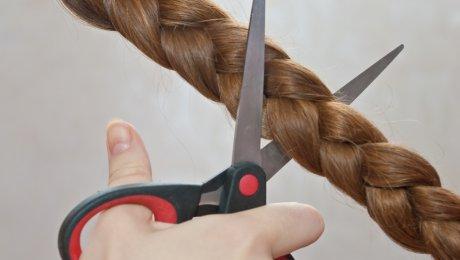 Боксер отрезала косу во время взвешивани ...