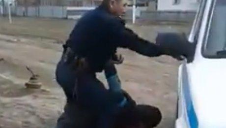Мужчина из ЗКО рассказал, как над ним издевался полицейский