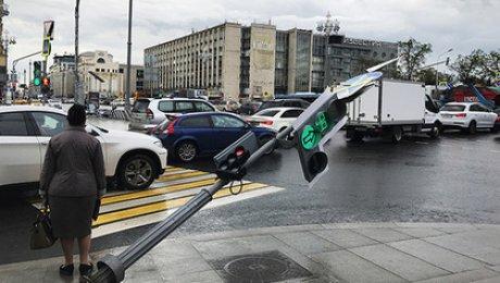 Число жертв при урагане в российской столице возросло до 7-ми человек