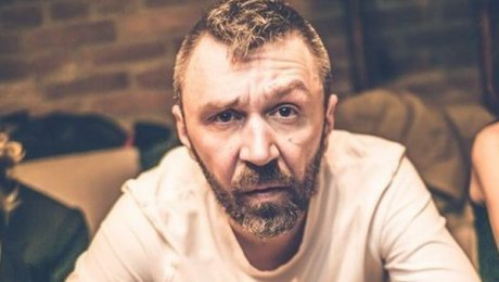 Сергей Шнуров презентовал выставку «Ретроспектива Брендреализма» в столице России