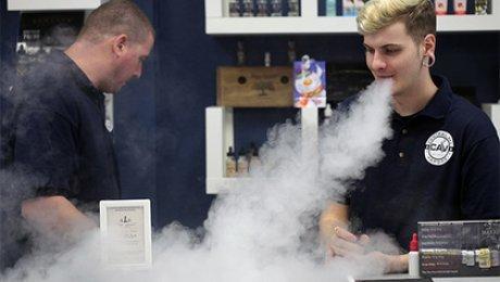 Ученые: Электронные сигареты практически невызывают привыкания