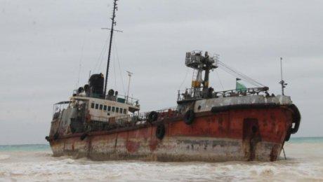 Специалисты из Актау опасаются взрыва на судне, севшем в Каспии на мель