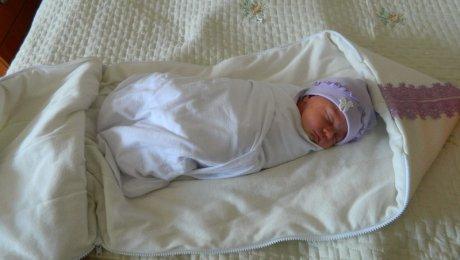 Полиция Уральска разыскивает мать, бросившую новорождённого на улице